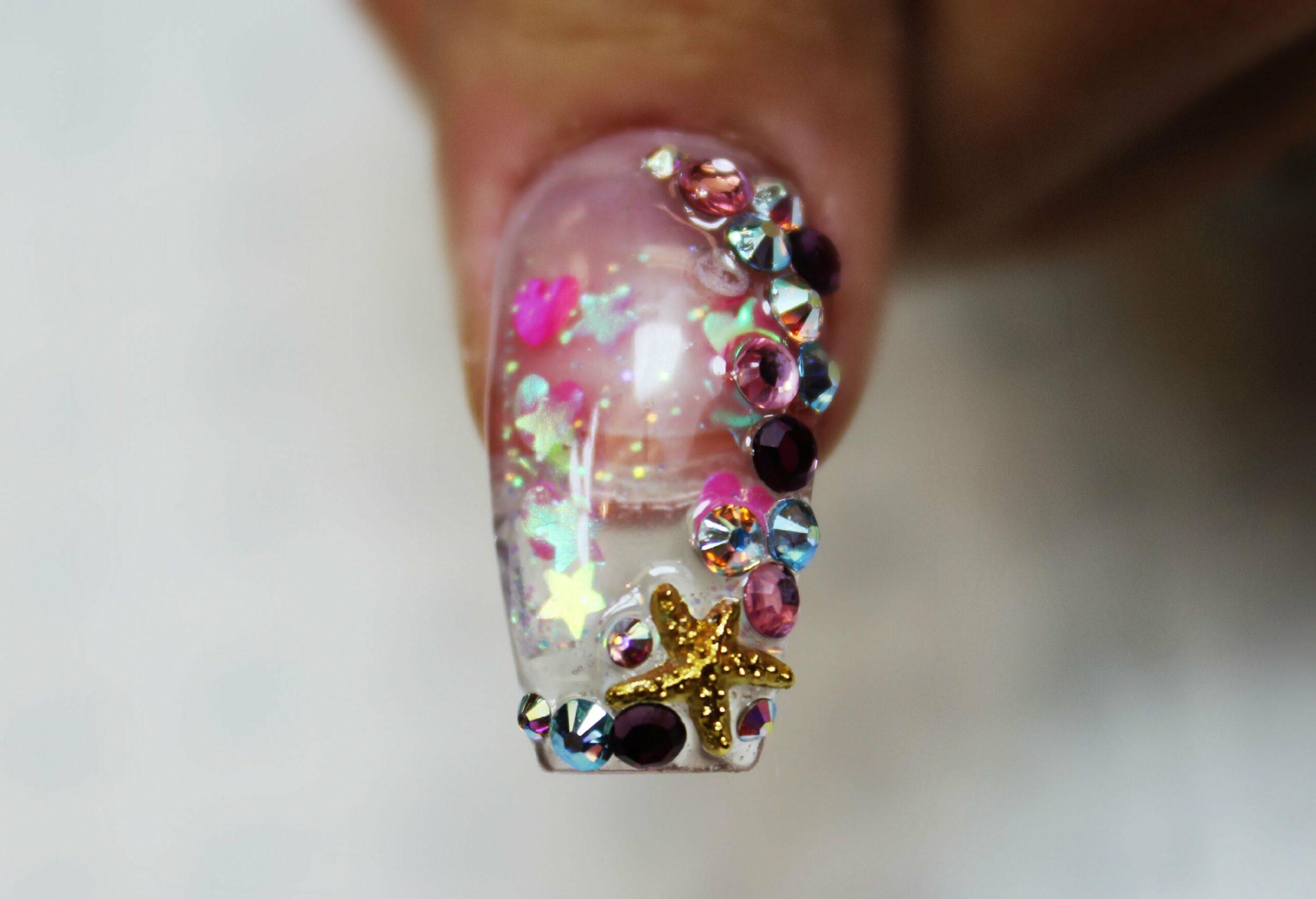 Смотреть аквариум на ногтях
