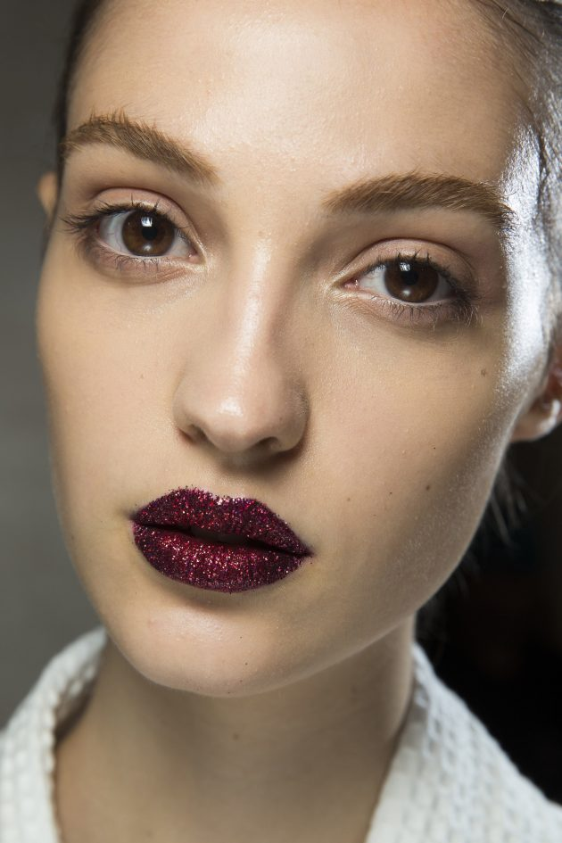 Everyone Is Going Crazy For The Glitter Lips Trend