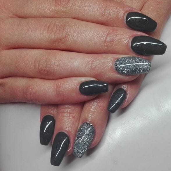 10+ Gray Nail Designs To Divert You From Colorful 2
