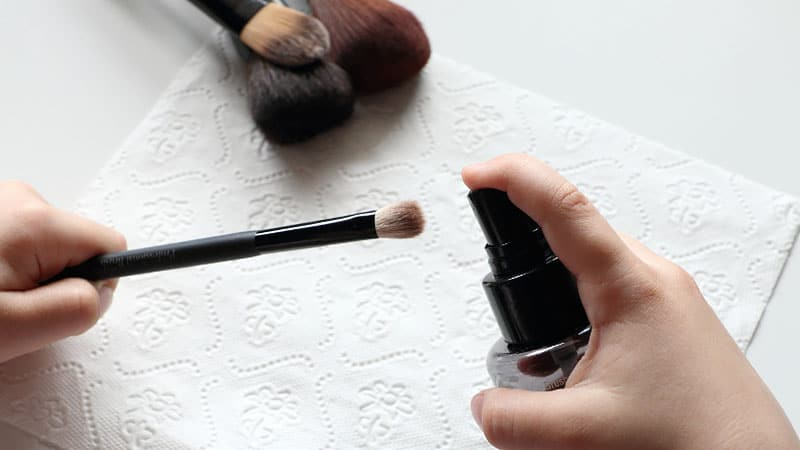 daily-clean-for-brushes