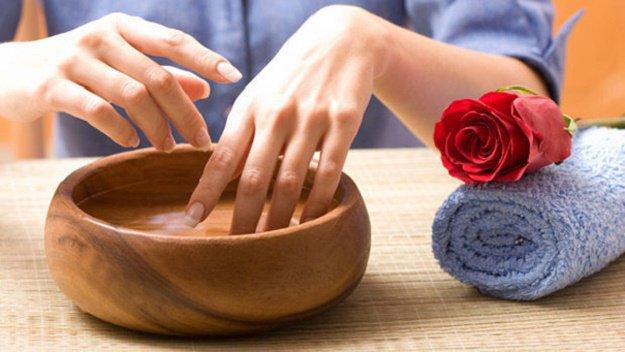 Manicure Hacks | Nail Whitening Soak | 32 Amazing Manicure Hacks You Should Know | Makeup Tutorials