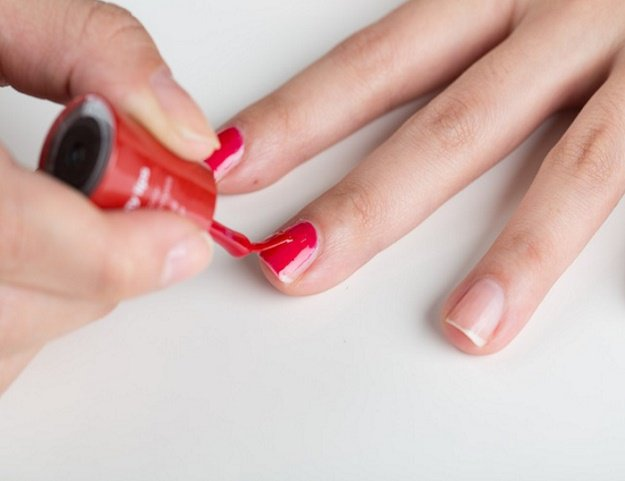 Manicure Hacks | Polish Application | 32 Amazing Manicure Hacks You Should Know | Makeup Tutorials