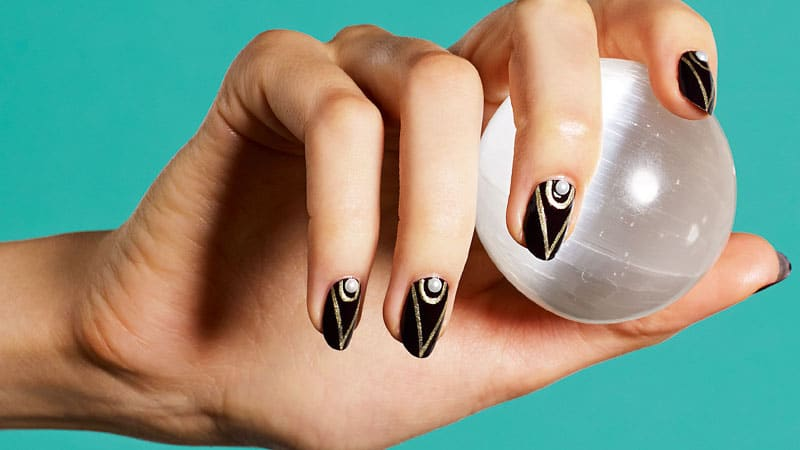Pearls - Nail Art