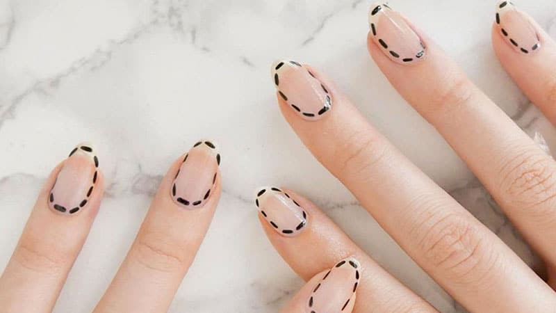 Artistic Outlines- Nail Art