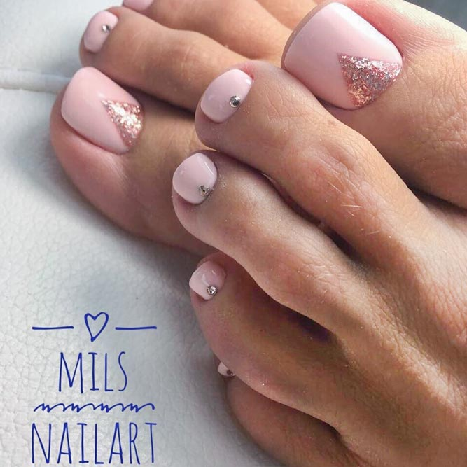 Beautiful Toe Nails with Glitter Accent picture 2