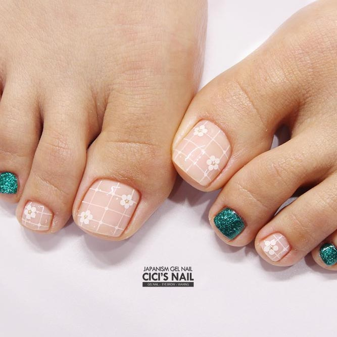 Sweet Toe Nail Designs with Floral Motifs picture 3