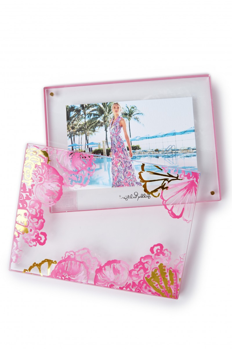 Lilly Pulitzer crab picture frame featured in Holiday Gift Guide: Something for Everyone on Your List by guest poster the Red Dress Boutique on Diary of a Debutante