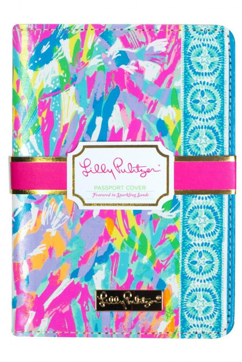 Lilly Pulitzer Passport Cover featured in Holiday Gift Guide: Something for Everyone on Your List by guest poster the Red Dress Boutique on Diary of a Debutante