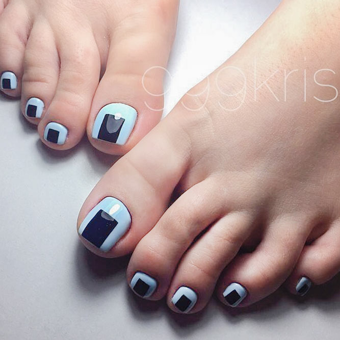 Cool Nail Toe Designs with Geometric Prints picture 1