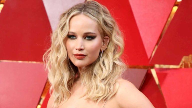 Jennifer Lawrence's Oscars Waves