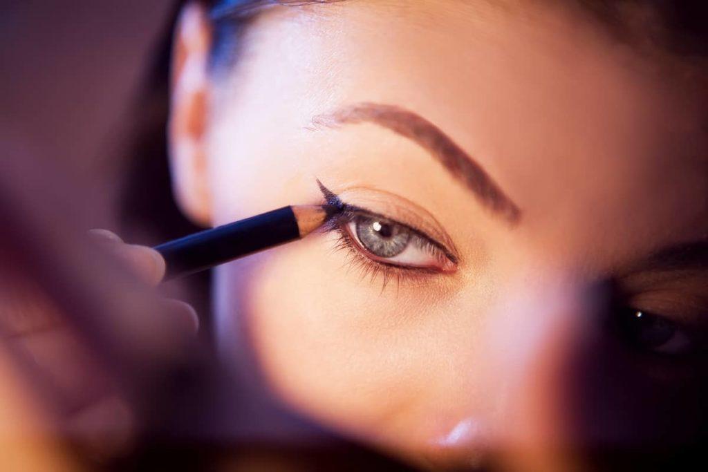 11 Best Eyeliners For Sensitive Eyelids
