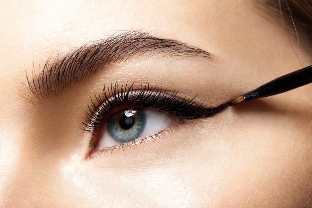 Tips For Applying Eyeliner On Different Eye Shapes (2)